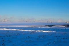 Bevroren rivier Neva. -25 graden Celsius Stock Foto