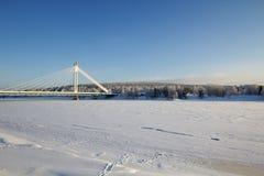Bevroren rivier in Rovaniemi, Lapland stock foto's