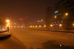 Bevroren 's nachts rivier Royalty-vrije Stock Afbeeldingen