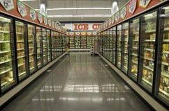 Bevroren voedsel in kruidenierswinkelopslag Royalty-vrije Stock Foto's