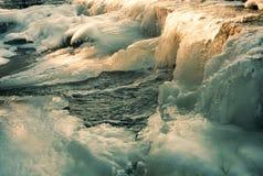 Bevroren water bij dam royalty-vrije stock foto
