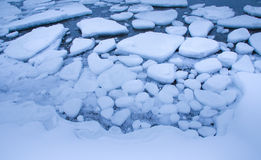 Bevroren water in een fjord Stock Fotografie