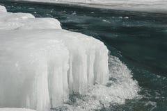 Bevroren water en rivier Royalty-vrije Stock Foto's