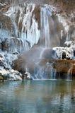 Bevroren waterval in het Gelukkige dorp, Slowakije stock foto's