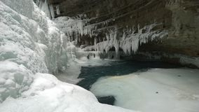 Bevroren watervallen, Banff Johnston Canyon op banken van Meer Louis Stock Fotografie