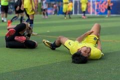 Bevuil van twee spelers tijdens voetbaltoernooien royalty-vrije stock foto