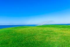 Bewässerung des Golfplatzes Stockfotografie