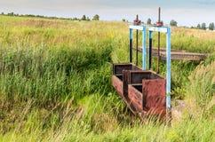 Bewässerung und Entwässerung von Wiesen und von Feldern stockbilder