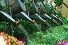 Bewässerungs-Dose über Anlagen Stockbild