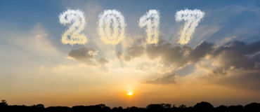 Bewölken Sie Form Nr. 2017 und schönen Sonnenunterganghimmel Stockfotos