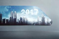 Bewölken Sie Zahl der Form 2017 auf dem Himmel und vom modernen Fenster schauen Stockfotos