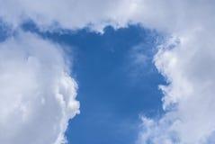 Bewölkt blauen Himmel Stockbild