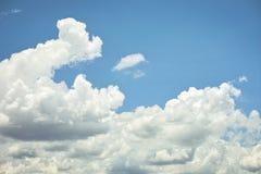 Bewölkt Hintergrund weißen flaumigen cloudscape Naturhintergrund Lizenzfreies Stockfoto