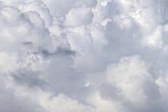 Bewölkt Hintergrund weißen flaumigen cloudscape Naturhintergrund Stockbilder