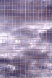 Bewölkt Reflexion im Bürohaus Lizenzfreies Stockfoto