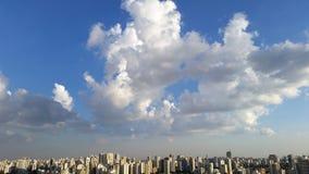 Bewölkt verschönernde Städte Lizenzfreies Stockbild