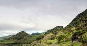 Bewölkte Berge von flores, acores Inseln Stockfotos