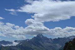 Bewölkte Berglandschaft in Frankreich Stockbild