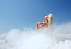 Bewölkte Dame im blauen Himmel Lizenzfreies Stockfoto