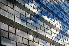 Bewölkte Fassade Stockfotos