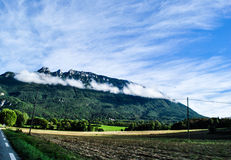 Bewölkte Spitzen in den französischen Alpen Lizenzfreie Stockfotos