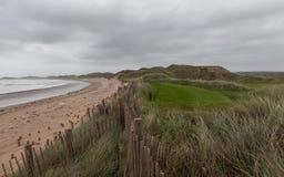 Bewölkter Herbsttag in dem Ozean lizenzfreie stockfotos