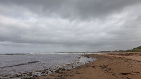 Bewölkter Herbsttag in dem Ozean lizenzfreies stockbild