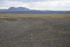 Bewölkter Himmel über Bergen in Island Lizenzfreie Stockfotografie