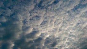 Bewölkter Himmel lizenzfreie stockfotografie