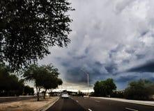 Bewölkter Himmel der flutartigen Überschwemmung stockfotografie