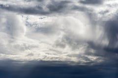 Bewölkter Himmel-stürmischer Hintergrund Lizenzfreie Stockbilder