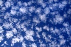 Bewölkter Himmel in weißem und in Blau 03 lizenzfreies stockfoto