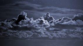 Bewölkter nächtlicher Himmel stockbild