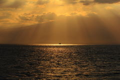 Bewölkter Sonnenuntergang Stockfoto