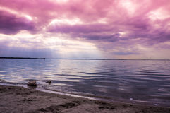 Bewölkter Sonnenuntergang die Niederlande Stockfotos