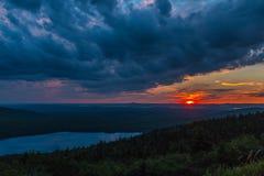 Bewölkter Sonnenuntergang am Nationalpark des Acadia Lizenzfreie Stockbilder