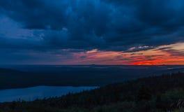 Bewölkter Sonnenuntergang am Nationalpark des Acadia Stockbild