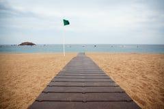 Bewölkter Tag auf dem Strand Lizenzfreies Stockfoto