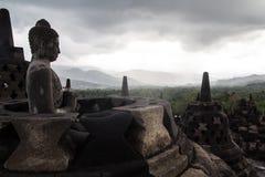 Bewölkter Tag auf einem Borobudur-Tempel Stockfotografie