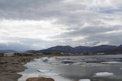 Bewölkter Tag in der Gemeinschaft von Qikiqtarjuaq, Nunavut Stockbild