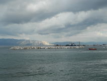 Bewölkter Tag in Pefki, Evia-Insel lizenzfreie stockbilder