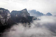 Bewölkter Tian Men Mountains in Zhangjiajie Stockfotos