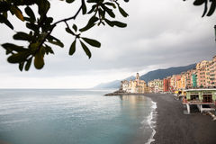Bewölktes Camogli, Italien lizenzfreie stockfotos