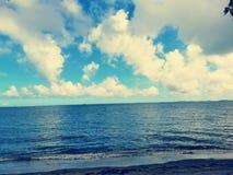 Bewölktes Foto des Strandstandorts lizenzfreies stockfoto
