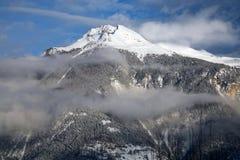 Bewölktes montain in Crans-Montana Stockfotografie