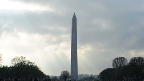 Bewölktes Washington Monument stock footage