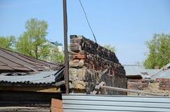 Bewaarde baksteen antifire muur in Irkoetsk Stock Foto's