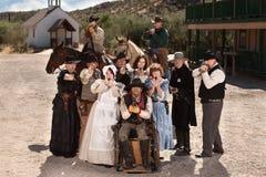 Bewaffnete Leute in der alten Stadt Stockfotos