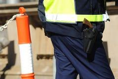Bewaffneter schützender Service-Offizier Lizenzfreie Stockbilder