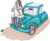 Bewaffnetes Mädchen, das auf einem Auto sitzt Lizenzfreie Stockbilder
